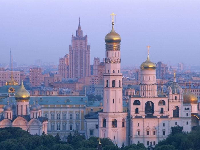 moskva_rassvet_zdaniya_belokamennyy_cerkov_689_800x600 (700x525, 181Kb)
