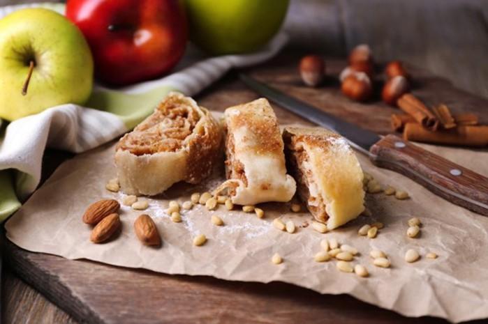 Яблочный штрудель из лаваша (простая кулинария с видео)
