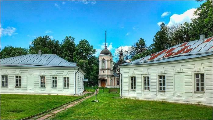 Церковь Трех Святителей в усадьбе Волынщино-Полуэктово/3673959_4 (700x393, 61Kb)