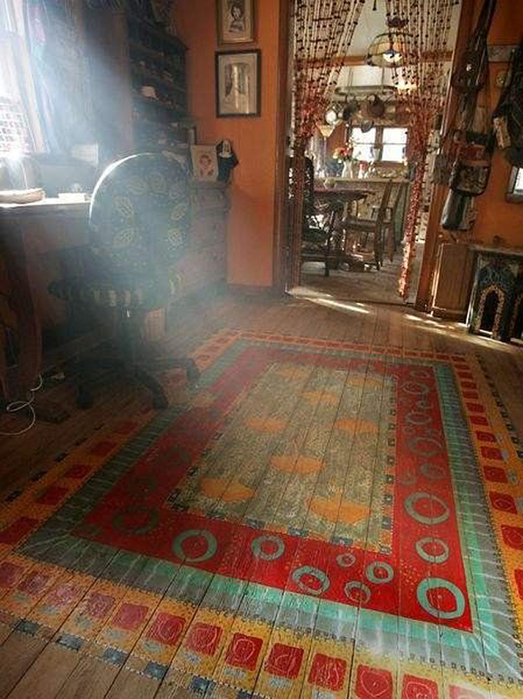 risunki-na-polu-06-bohemian-rug-painted-on-bedroom-floor (523x700, 416Kb)