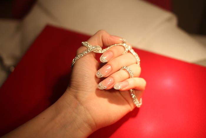 самый дорогой в мире манюкюр/1472382849_manikyur_s_brilliantami_1 (700x467, 100Kb)