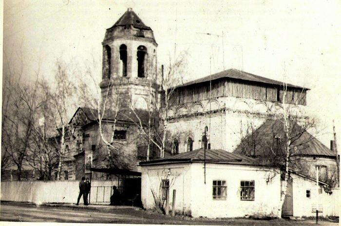 Церковь Вознесения Господня. Город Фурманов Ивановской области, 80 е годы ХХ века. (700x463, 383Kb)