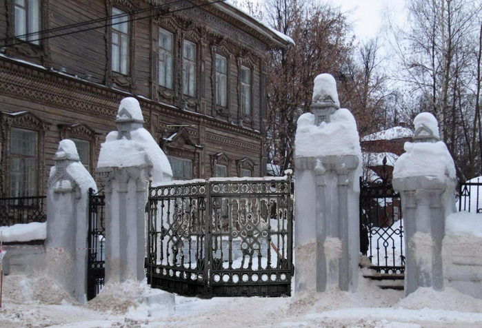Ворота Лосевского особняка (700x476, 373Kb)