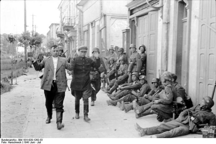 Как советские граждане жили при немецкой оккупации