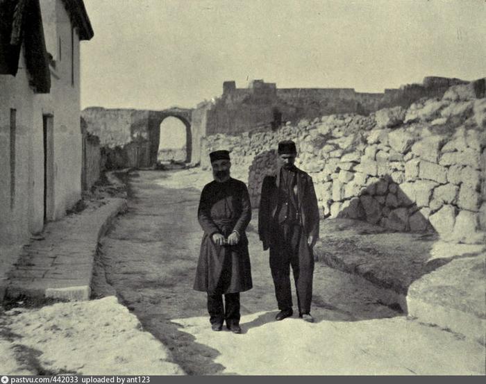 Руины Чуфут-Кале 1904 эта (700x553, 356Kb)