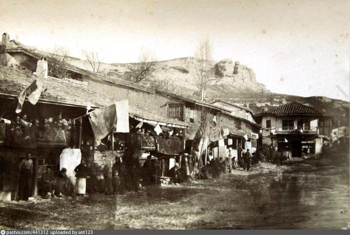 бахч Главная улица Бахчисарая. 1880 (700x470, 333Kb)