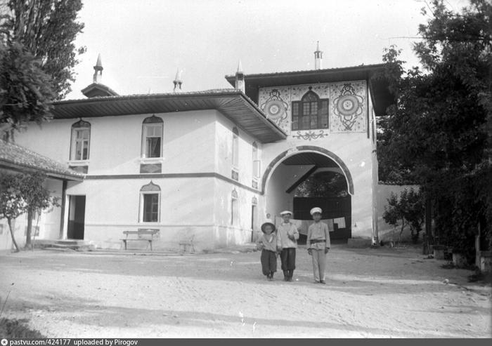 бХанский дворец 1897 (700x493, 204Kb)