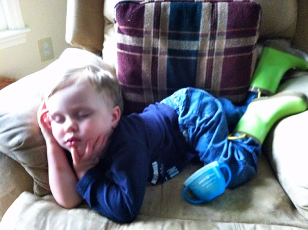 funny-kids-sleeping-anywhere-10-57a987f53781c__605 (605x452, 227Kb)