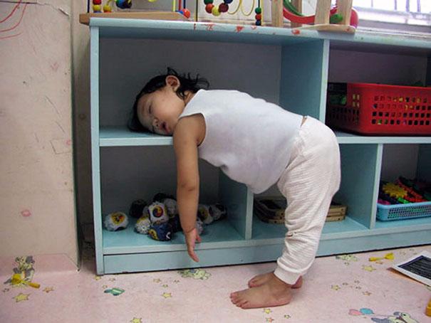 funny-kids-sleeping-anywhere-125-57aaeafca9771__605 (605x454, 187Kb)