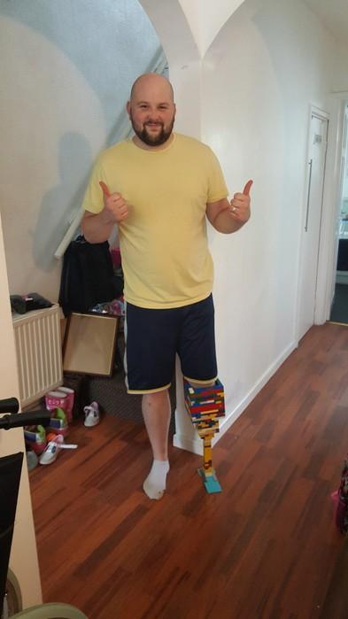 Британец собрал протез ноги из конструктора Lego
