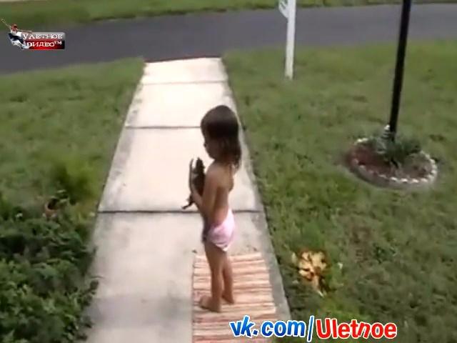 Девочка играет с мертвой белкой..mp4_snapshot_01.28_[2016.08.18_12.59.40] (640x480, 185Kb)