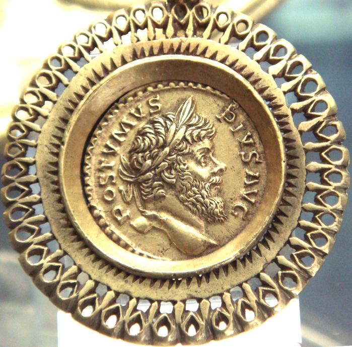 10 Postumus_aureus_in_a_pendant (700x690, 714Kb)