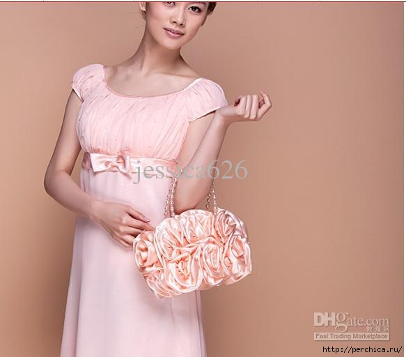 117046352_large_2013_Hot_Sale_Cheap_Satin_Bridal_Hand_Bags_Hand_Made_Flower_Beading_Wedding_Party_Hand_Bags__2_ (583x512, 125Kb)