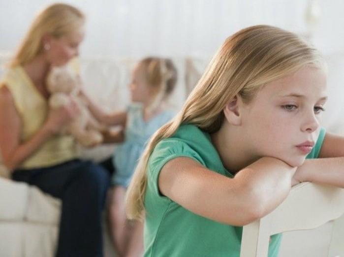 Родителям: Как избавить от ревности старшего ребенка