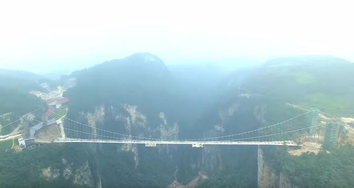стеклянный мост в китае 1 (700x372, 138Kb)