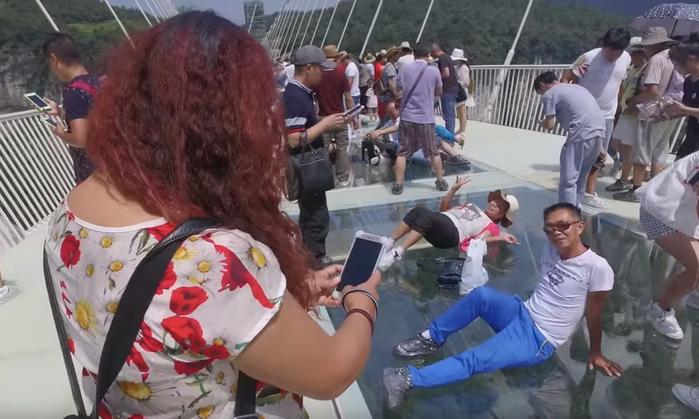 стеклянный мост в китае 5 (700x419, 295Kb)
