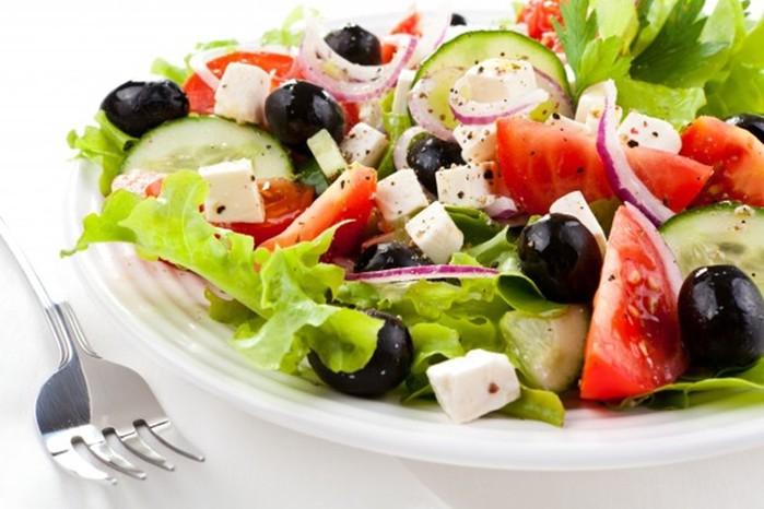 Вкусные добавки в салаты из помидоров и огурцов