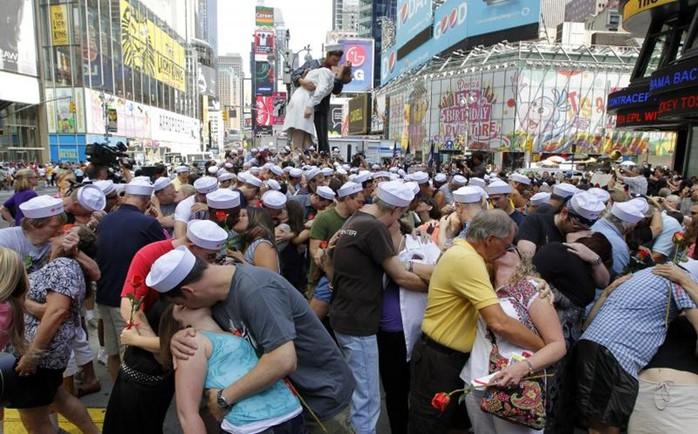 Умерла медсестра с фотографии «Поцелуй на Таймс Сквер»