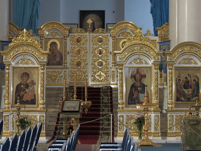1024px-Smolny_Cathedral_of_Resurration_of_Christ,_interior,_iconostasis_(1) (700x525, 109Kb)