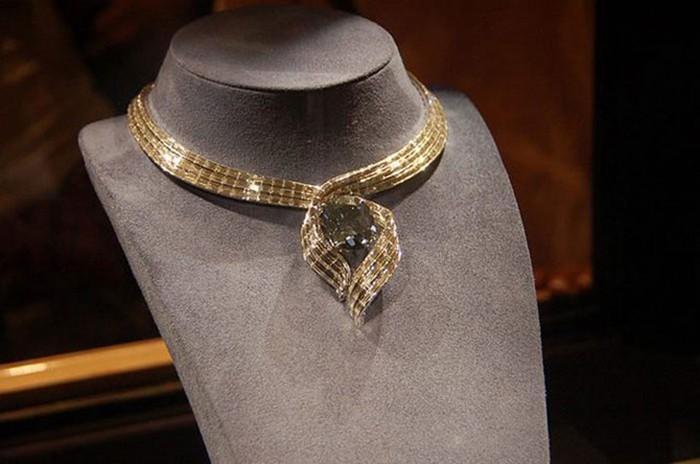 Алмаз Хоупа - один из самых известных бриллиантов в истории