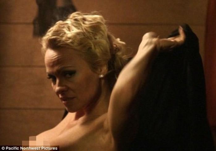 Ролик с обнаженной Памелой Андерсон и новые селфи голой Ким Кардашьян (фото, видео)