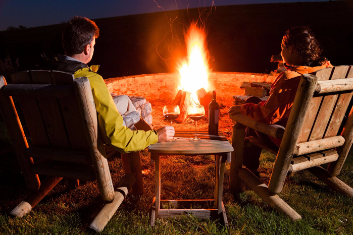 20500890-couple-by-the-bonfire (700x466, 421Kb)