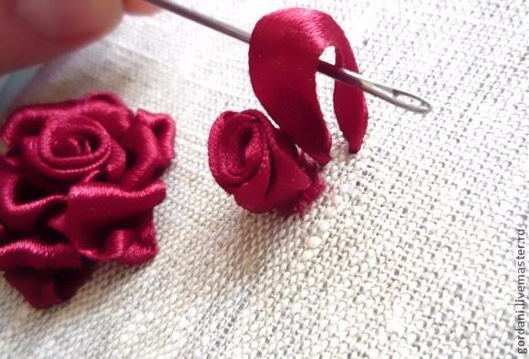 Роза. Вышивка лентами (20) (580x394, 217Kb)