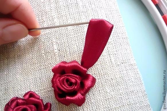 Роза. Вышивка лентами (24) (583x388, 231Kb)