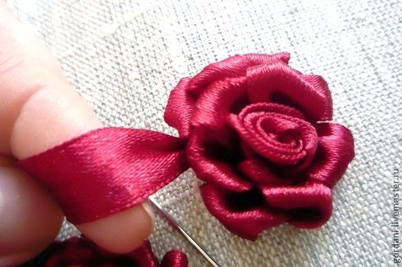 Роза. Вышивка лентами (26) (583x388, 212Kb)
