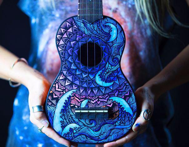 росписные музыкальные инструменты Lauren Swan 11 (605x469, 304Kb)