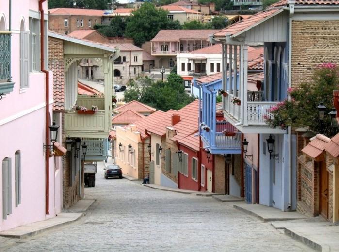 Glavnaja-ulica-Signahi-e1432134570407 (700x520, 397Kb)