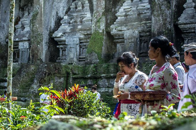 temple-women-H (680x453, 469Kb)