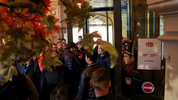 Старт продаж iPhone 7 в Москве   фото, видео