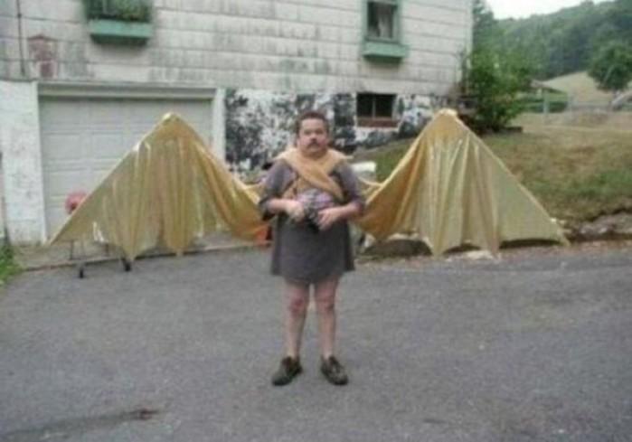 Прекрасный ангел мужчина с крыльями!