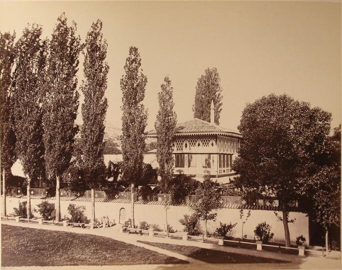 ханский Вид Золотого кабинета на 2-м этаже летней беседки на территории ханского дворца (архитектор - Омер) (700x551, 478Kb)