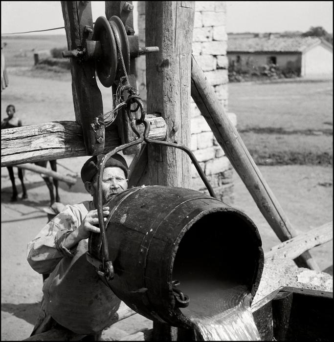 Гер Лист Crimea. 1943. Tatar peasant at the well.8 (683x700, 346Kb)