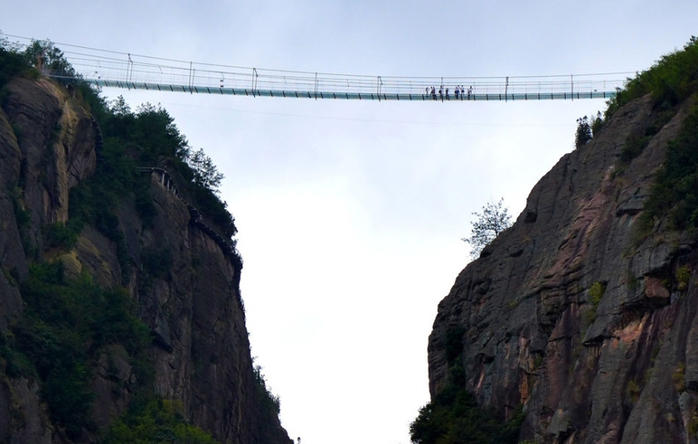 glass-suspension-bridge-5 (700x444, 182Kb)