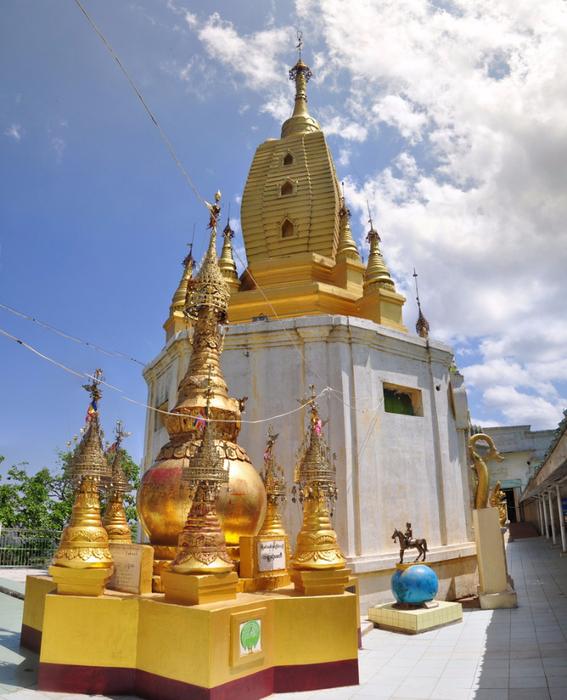 3. Монастырь Таунг Калат, Мьянма. (567x700, 450Kb)