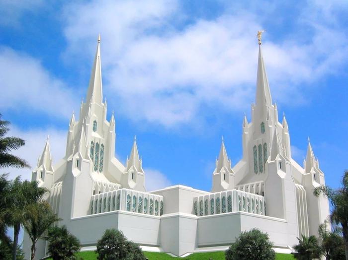 4. Калифорнийский храм мормонов, США (700x524, 343Kb)