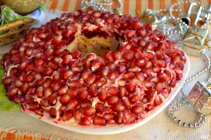 Лучшие блюда с гранатом/5281519_salat_quotgranatovii_brasletquot_s_kopchenoi_kuricei242321 (700x466, 298Kb)
