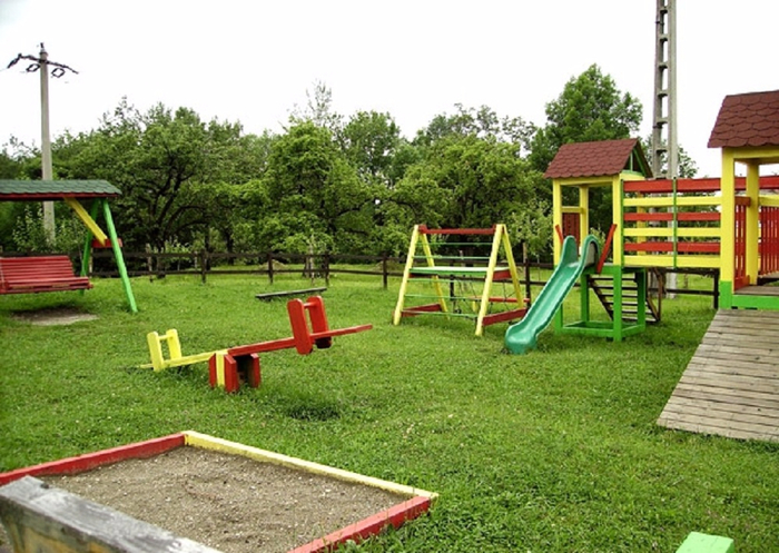 Обустраиваем детскую площадку на дачном участке (4) (700x497, 395Kb)
