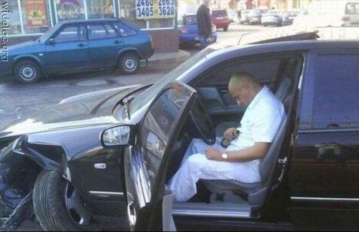 Самые странные автомобильные аварии (фото)