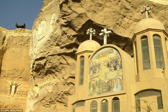 От подземных часовен до футуристических соборов: 15 самых необычных церквей мира