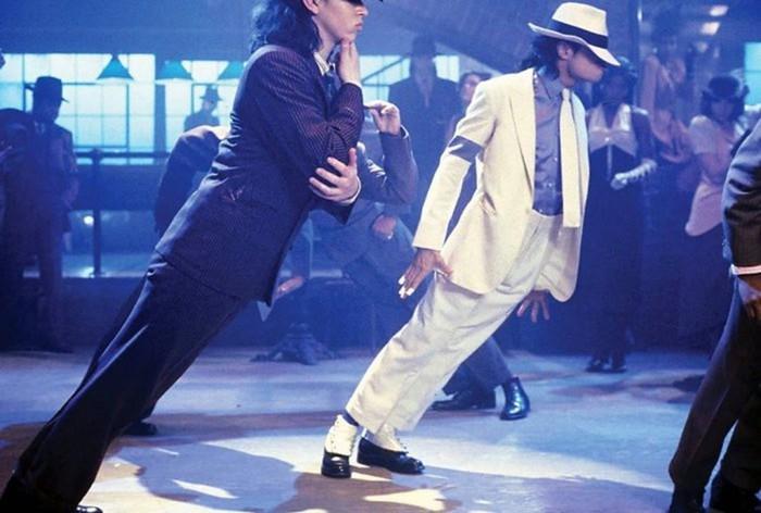 Антигравитация! Как Майкл Джексон наклонялся на сцене? (видео)