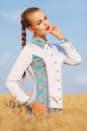 bluza-vyshivanka-s-dlinnym-rukavom-021209025-print.large (300x450, 142Kb)