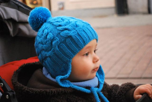 Вяжем шапку детскую спицами