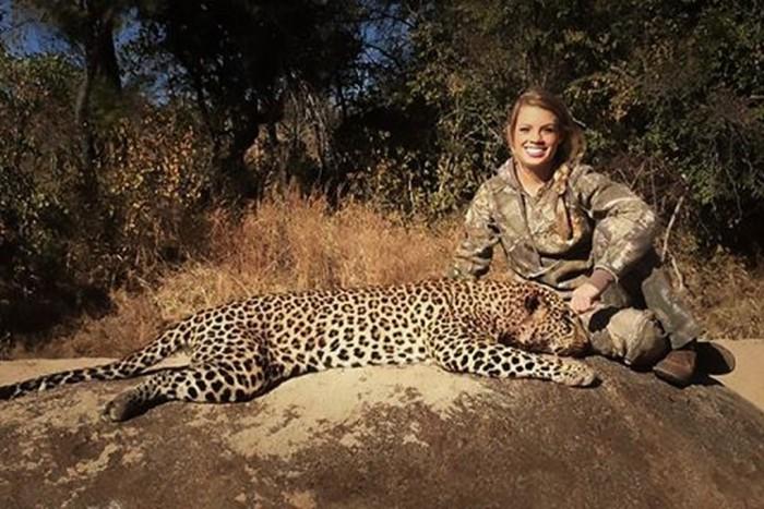 Женщины охотницы с оружием вызывают интерес