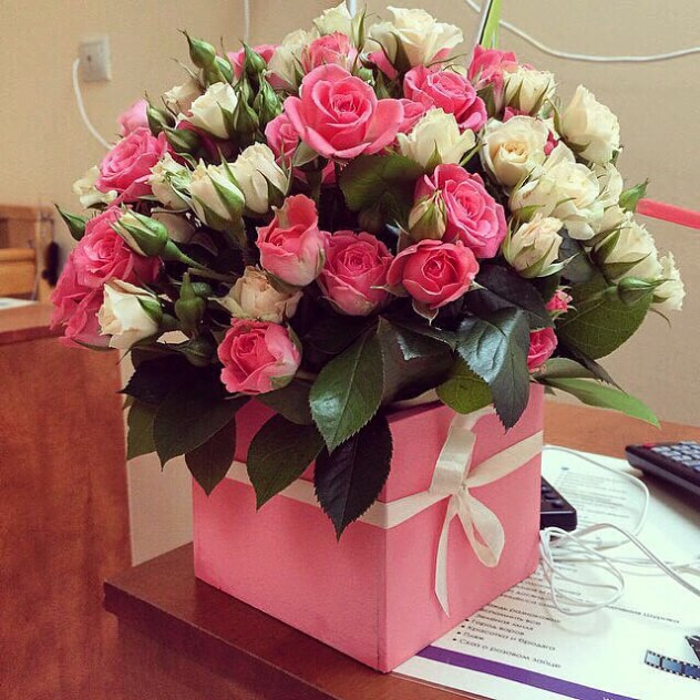 Шоколад и цветы фото