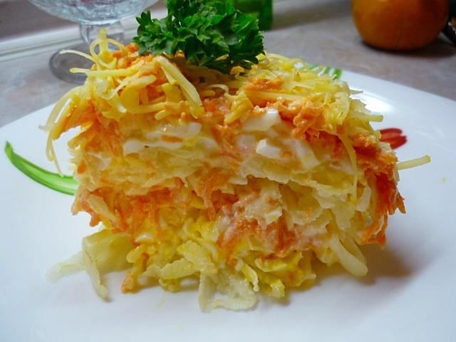 Французский салат с морковью и яблоком