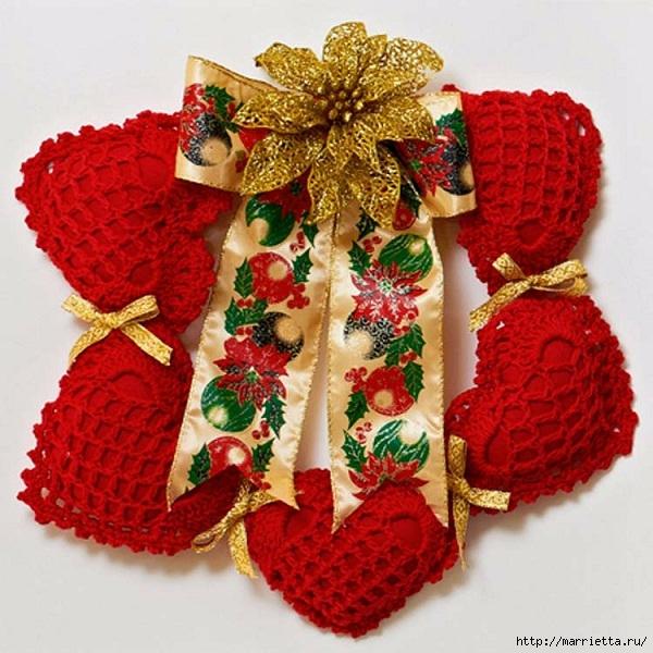 Рождественский венок из красных вязаных крючком сердечек (1) (600x600, 255Kb)